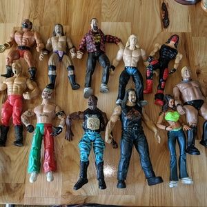 12 WWF Action Figures
